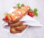 Bread with cheese and salmon — Stock Photo