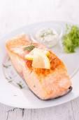 Tasty grilled salmon — Stockfoto