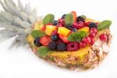Tasty fresh fruit salad — Stockfoto