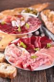 Piatti di carne salumi — Foto Stock