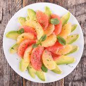 Grapefruit and avocado salad — Stock Photo