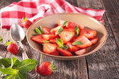 Bowl of strawberry — Stock Photo