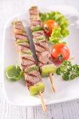 Gegrild vlees op stokken — Stockfoto