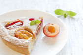 Pie with plums in powdered sugar — Stock Photo