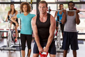 Group exercising in a gym — Fotografia Stock