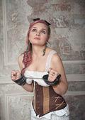 Donna bellissima steampunk con manette — Foto Stock
