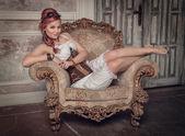 美丽的蒸汽朋克女人在扶手椅上 — 图库照片