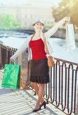 Linda menina com sacos de compras — Foto Stock