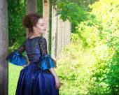 Açık mavi Ortaçağ elbiseli güzel genç kadın — Stok fotoğraf