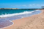 Tropical beach with blue sea — Stock Photo