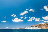 Cruise liners near the Santorini island, Greece — Stock Photo
