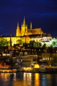 Old Prague cityscape with the Charles bridge — Foto de Stock