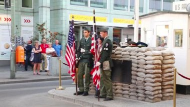 Checkpoint Charlie in Berlin — Stock Video