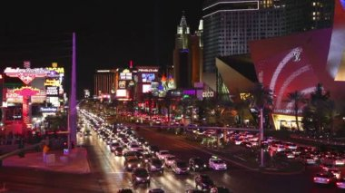 Las Vegas boulevard in the night — Stock Video