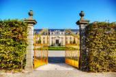 Golden gate in Herrenhausen Gardens — Stock Photo