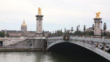 Bridge of Alexandre III in Paris — Stock Video