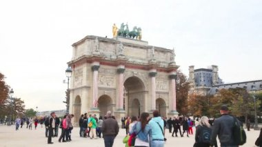 Triumphal arch in Paris on the Carrousel Square — Stock Video