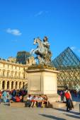 Louis XIV statue at the Louvre museum in Paris — Stock Photo