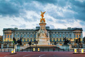 Buckingham palace in London, Great Britain — Stock Photo
