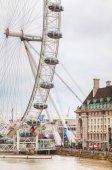 The London Eye Ferris wheel in London — Stock Photo