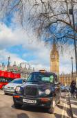 Famous taxi cab at the Parliament square — Stock Photo