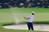 Golf player in bunker — Stock Photo