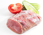 Fresh meat with tomato and cucumber — ストック写真
