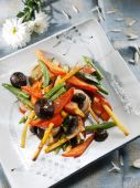 Wok-plate of asian cuisine with vegetables — Stock Photo