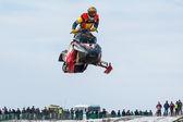 High jump of sportsman on snowmobile — 图库照片