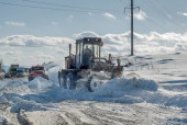 Snow grader in action — Stock Photo