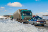 Trucks stopped on highway after heavy snow storm — Stock Photo