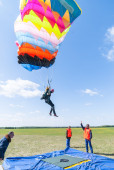 Competition of parachutists on landing accuracy — Stock Photo