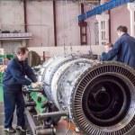 Постер, плакат: Workers assemble turbine of aviation engine