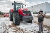 Photographer shoots tractor on exhibition — Stock Photo