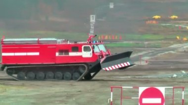 Fire fighting vehicle MPT-521 moves — Stock Video