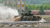 Tank T-80 moves after water ford — Stock Photo