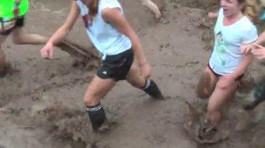 Špinavý fáze běžeckého závodu. Ťumeň. Rusko — Stock video