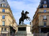 Statue of Louis XIV in the center of the Place des Victoires in Paris, France — Stock Photo
