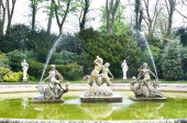 Statues in Classical Fountain — Stock Photo