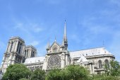 Notre dame from boat on river seine — Stock Photo