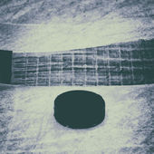 Hockey Stick and Puck. Old Photo. — Foto de Stock