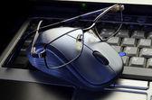 Close up computer mouse with glasses — Foto de Stock