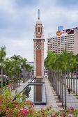 Wieży zegarowej w dzielnicy Tsim Sha Tsui. Jest jedyną pozostałością po pierwotnym miejscu dawnego dworca Kowloon na linii kolejowej Kowloon-Canton. — Zdjęcie stockowe