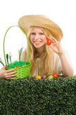 Girl finds a easter egg in the green grass. — Stock Photo