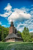 En typisk ukrainsk antika ortodoxa kyrka — Stockfoto