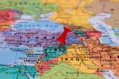 Map of Syria with a red pushpin stuck — Stock Photo