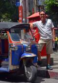 Tuk Tuk Taxi Driver in Bangkok, Thailand. — Stock Photo