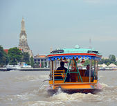 Tourist Private Sightseeing Boat on Chao Phraya River in Bangkok — Stock Photo