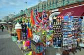 Tourist souvernirs for sale on Brighton Beach and Boardwalk. — Stock Photo