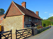 Traditional Hascombe Farm House in Surrey, UK. — Stock Photo